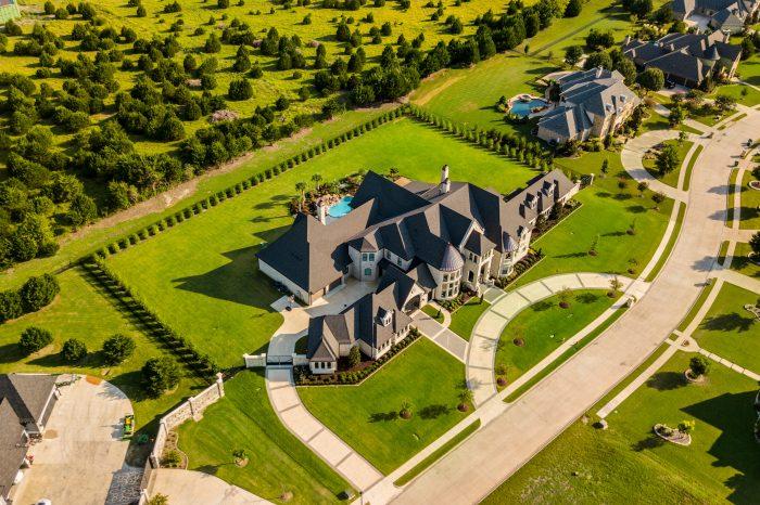 mansion house rich wealth